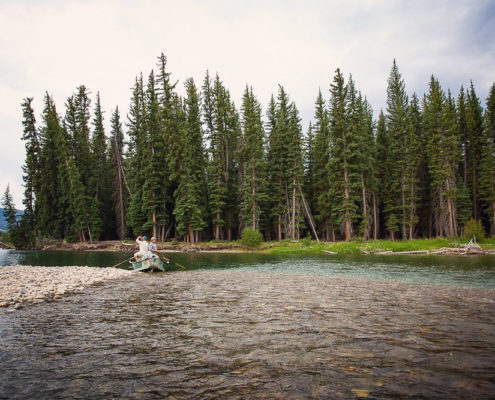 Drift boat with fly fishing guides on the snake river